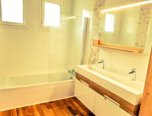 Miroir, colonne suspendue, vasque, lavabo, faience murale, parquet chênerénover ma SDB