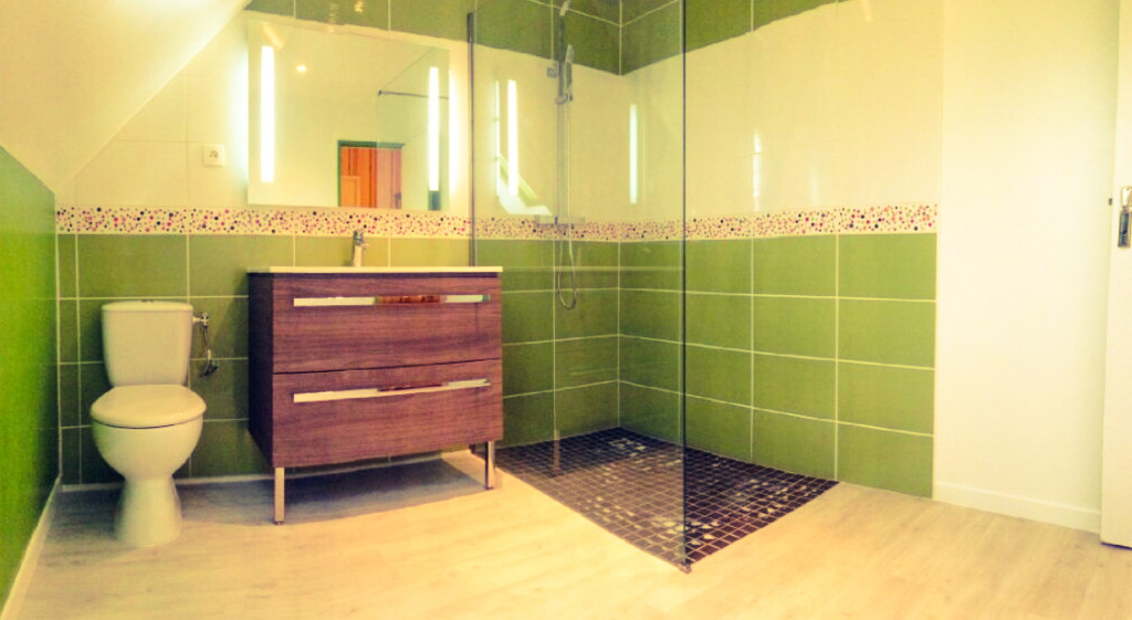 SDB, douche italienne, vasque, WC, sol, faience, carrelage