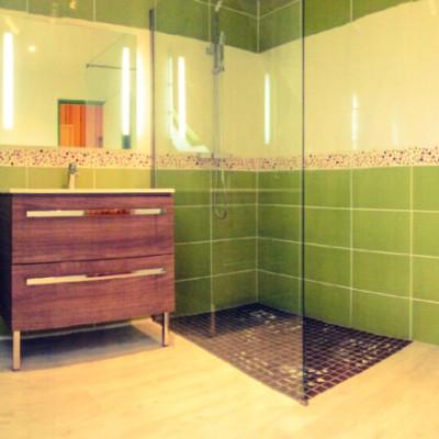 SDB, douche italienne, vasque, WC, sol, faience, carrelage