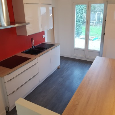 cuisine renovation noir beige ilot central entreprise david renovation immobiliere nantes coueron sautron saint herblain