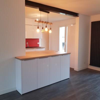 cuisine renovation noir beige ilot central entreprise david renovation immobiliere nantes coueron sautron ouverture frangement IPN mur porteur gris rouge